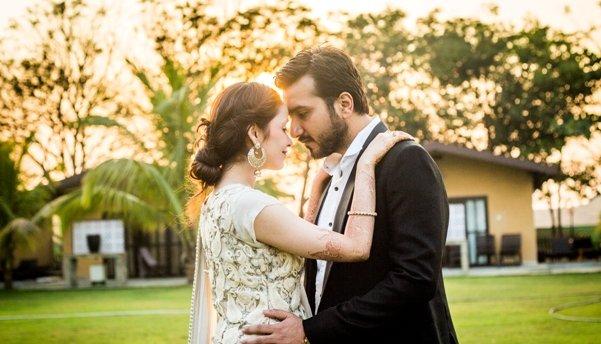 candid-pre-wedding-shoot-by-brijesh-kapoor-morning-sun-greenery